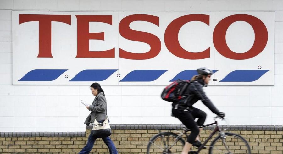 Unilever støtter op om Tesco som supermarkedsgigantens leverandør trods nye afsløringer af, at Tesco sætter hårde finansielle krav for sine leverandører og presser dem.