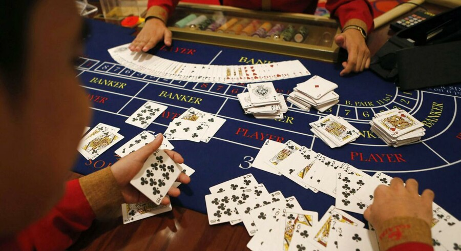Solaire Resort & Casino i Manila vil konkurrere med populære gambling-destinationer som Singapore og Macua. Resortet åbnede 14. marts, som det første ud af fire casino- og underholdningssteder, som er sat til at åbne frem mod 2017 på Manila Bay.