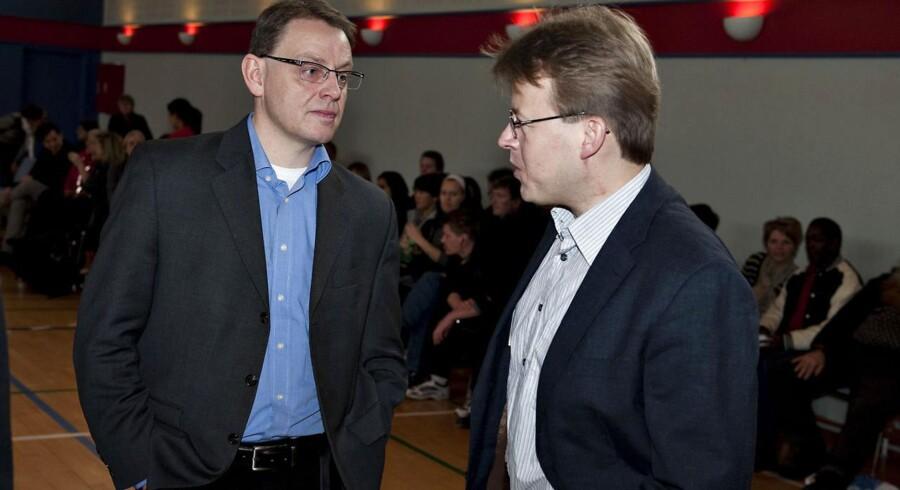 Arkivfoto: Formanden for Rådet for socialt udsatte, Jann Sjursen (tv), taler med Københavns tidligere socialborgmester, Mikkel Warming.