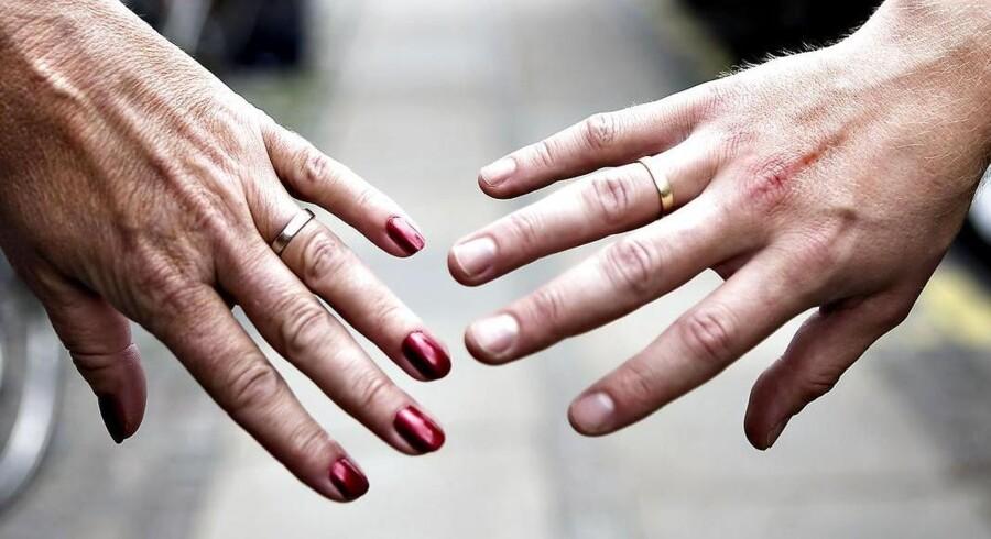 Et par klik med musen, og så er I skilt. Den 1. juli træder en ny skilsmisselov i kraft, som gør det muligt for ægtepar i krise at springe den ellers nuværende seks måneders separation over og blive skilt på stedet - bare de har NemID ved hånden.