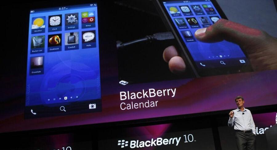 Research In Motions topchef, Thorsten Heins, fremviser i september den nye Blackberry 10, som efter flere forsinkelser får premiere 30. januar 2013. Arkivfoto: Robert Galbraith, Reuters/Scanpix