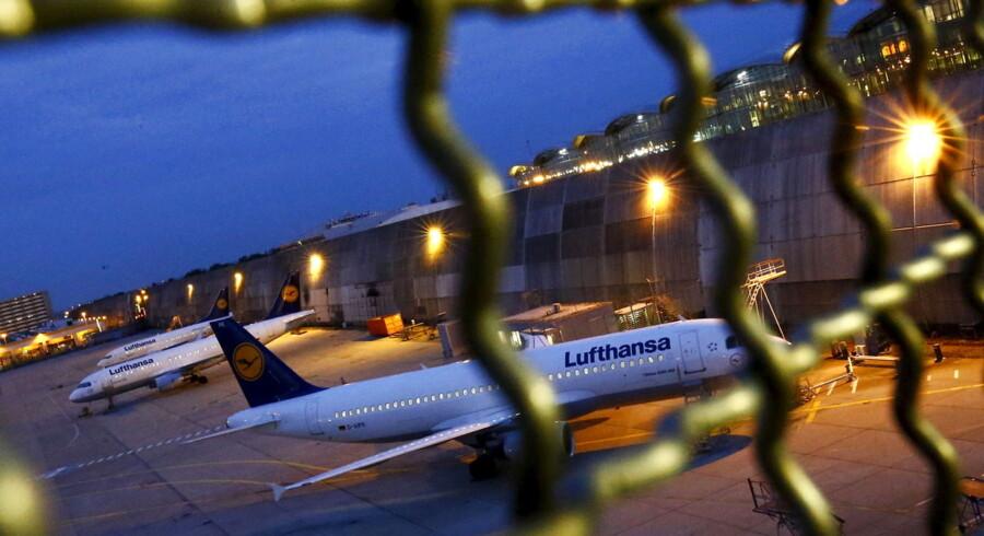 Flyene bliver på landjorden i Frankfurt. Pilotstrejken i Lufthansa, som har haft 1.000 aflyste fly som resultet, lakker nu måske mod enden efter, at retten i Frankfurt har udstedt et påbud om at sætte en stopper for strejken.