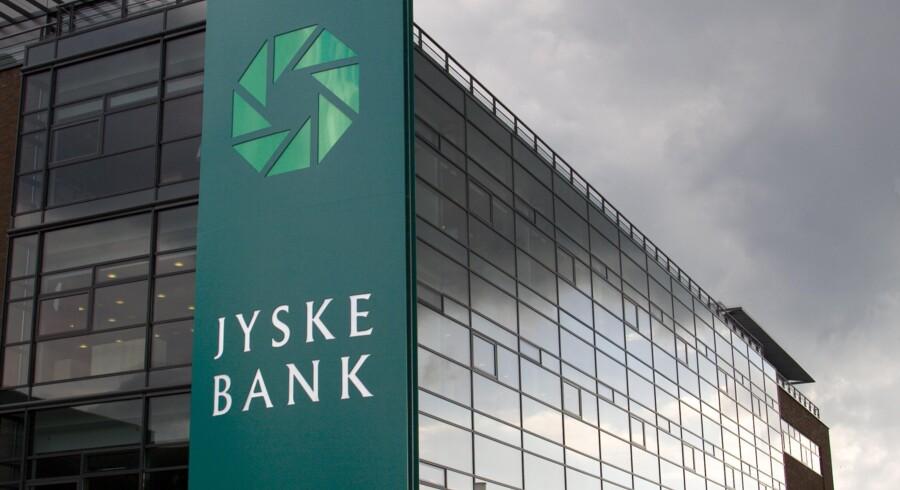 Blandt de 11 sager, hvor banker i øjeblikket nægter at  efterkomme ankenævnet, har Jyske Bank en klar overvægt, med fem sager,  der alle drejer sig om tilbagebetaling af tab på investeringsforeningen  Jyske Invest Hedge Markedsneutral Obligationer.