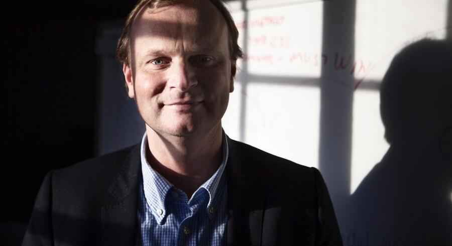 Bestyrelsesformand i Coop, Lasse Bolander, skal nu finde en ny adm. direktør, der er enig i hans linje.