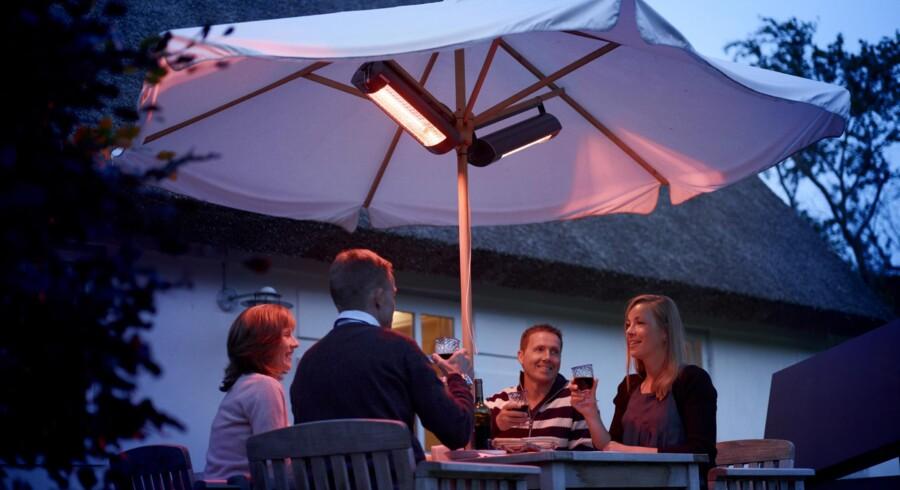 De elektriske Quartz-terrassevarmere er nogle af de mest populære typer, da de kan monteres under en parasol eller et halvtag.