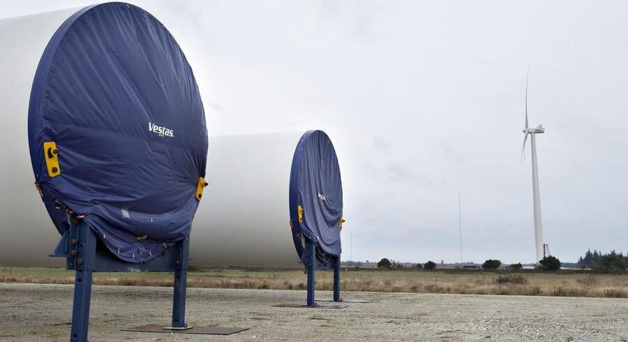 """""""Stumper"""" til verdens største vindmølle. Tirsdag den 28. januar 2014 blev Vestas - og verdens - største vindmølle sat i drift på det nationale testcenter i Østerild Klitplantage. Tårnet bliver 140 meter højt, vingerne er 80 meter lange, og møllehuset vejer 390 ton. Når møllen snurrer rundt, vil vingespidserne nå op i 220 meters højde."""