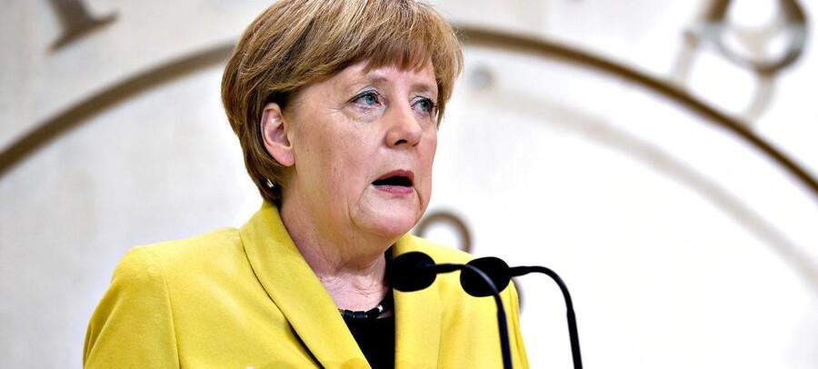 Under sit besøg i Danmark understreger den tyske kansler, Angela Merkel, at det er nødvendigt at justere EUs asylsystem. Statsminister Helle Thorning-Schmidt afviser imidlertid opfordringen fra Tyskland.