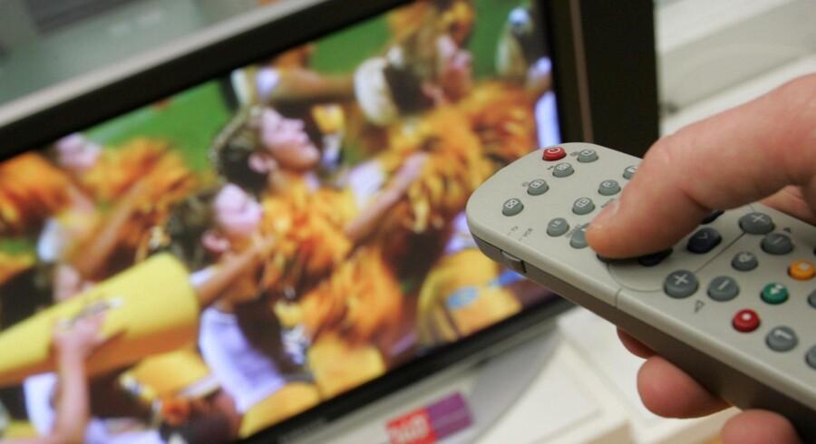 Danskerne skal helt frit kunne vælge, hvem de ønsker at få deres TV-kanaler fra. Men hvordan det skal ske, kommer der først svar på om nogle måneder. Arkivfoto: Colourbox