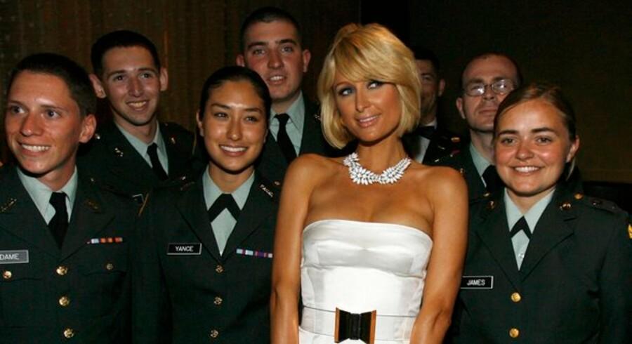 Paris Hilton vil shoppe verden ud af krisen.