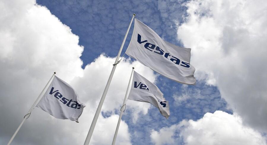 Vestas hovedkvarter , Hedeager 44 i Aarhus . Logoer og flag
