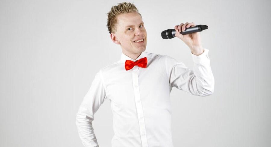DRs grand prix-stemme de senere år, Ole Tøpholm, bliver klar til den store finale lørdag aften.