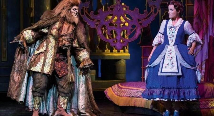 Lad hjertet tale: Tomas Ambt Kofod og Maria Lucia Heiberg Rosenberg i »Beauty and the Beast«. Foto: Miklos Szabo