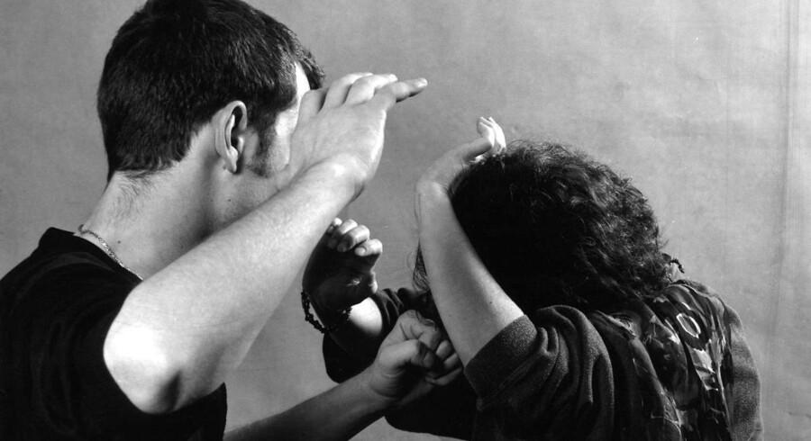 I dag er international dag mod vold mod kvinder, og der er stadig behov for at sætte fokus på problemet, lyder det. Modelfoto.