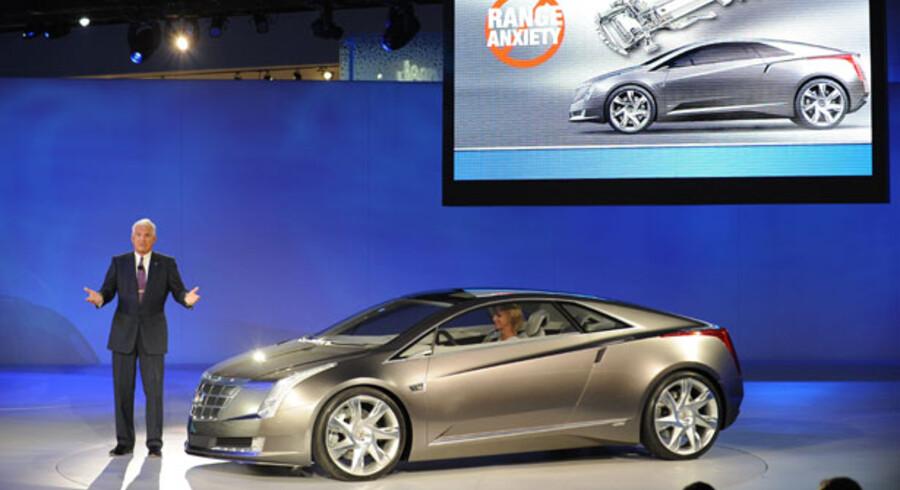 General Motors vicepræsident, Bob Lutz, præsenterer Cadillacs nye el-bil, Converj, under et presseshow på årets amerikanske bilmesse i Detroit.