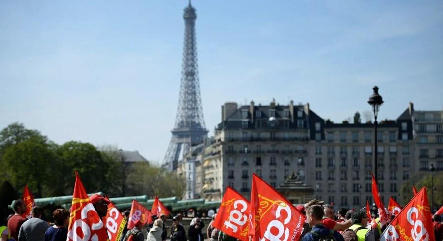 Utilfredse franskmænd protesterer mod nedskæringerne.