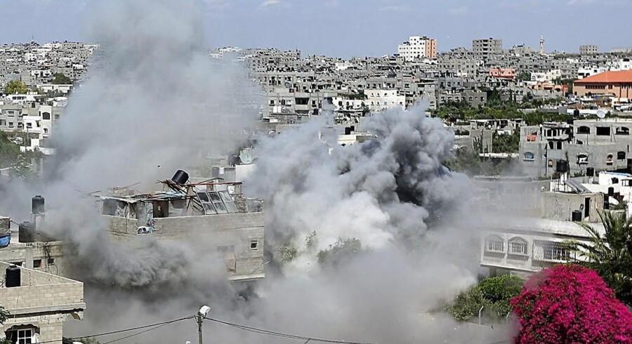 Røg fra et israelsk missilnedslag i Jabaliya i den nordlige del af Gaza-striben.