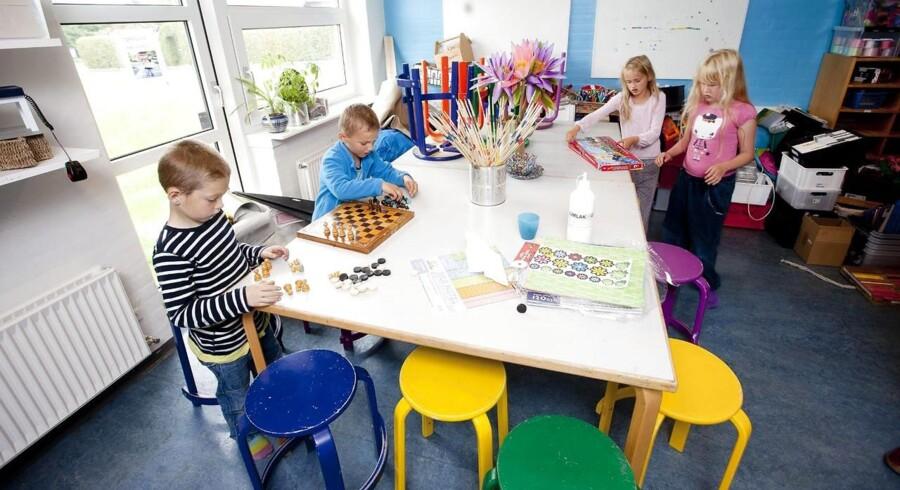 ARKIVFOTO. Når skolereformen gennemføres i 2014 med en længere skoledag og dermed kortere åbningstid i landets SFOer, så bliver det uden garanti for lavere takster.