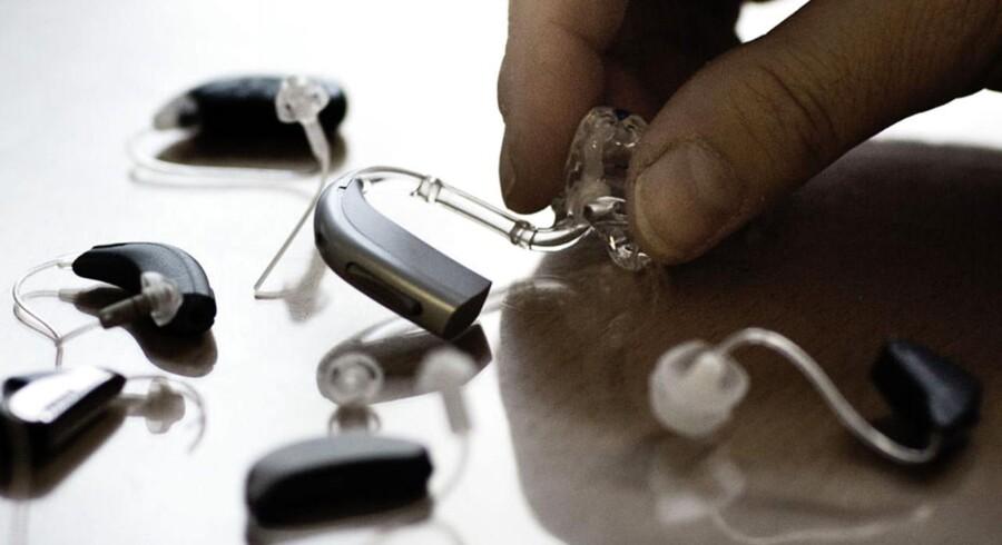 Den schweiziske høreapparatproducent Sonova opjusterer forventningerne til regnskabsåret 2013/14