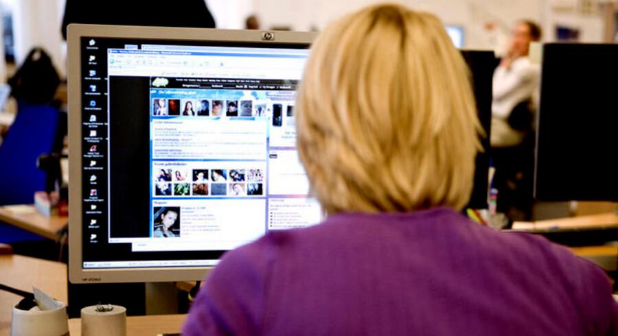Antallet af jobannoncer på nettet daler stille.