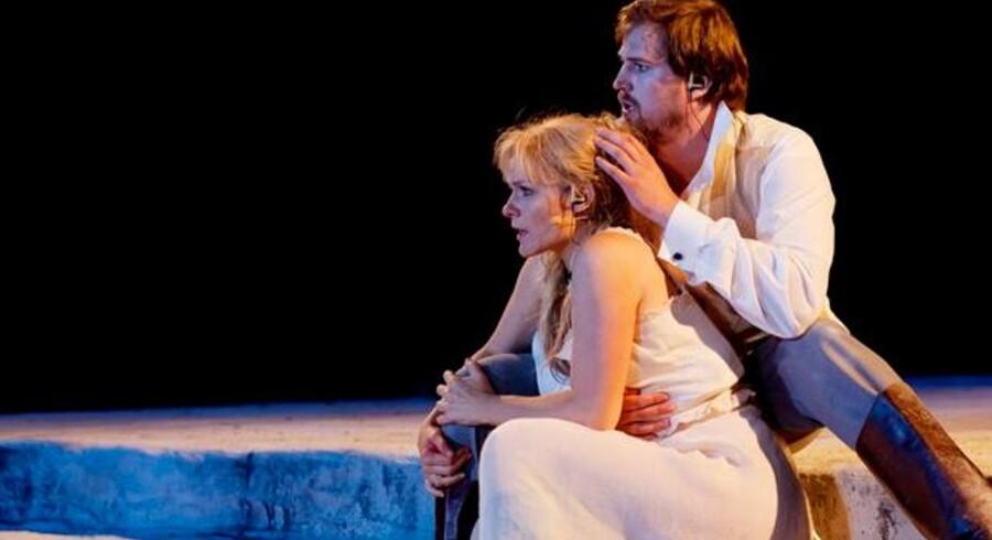 Verdis klassiske opera »La Traviata« lod en del tilbage at ønske som operaaften, da den fredag aften udspillede sig på Opera Hedelands cirkelformede scene.