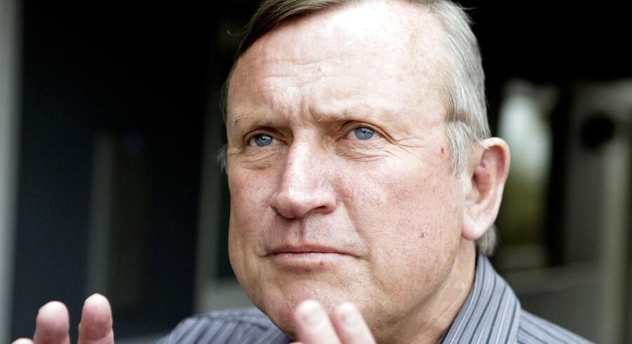 Den tidligere borgmester i Farum Kommune, der selv måtte gå af efter en bilagssag, opfordrer Lars Løkke Rasmussen til at lægge sig fladt ned og beklage manglende situationsfornemmelse ved dyre rejser.