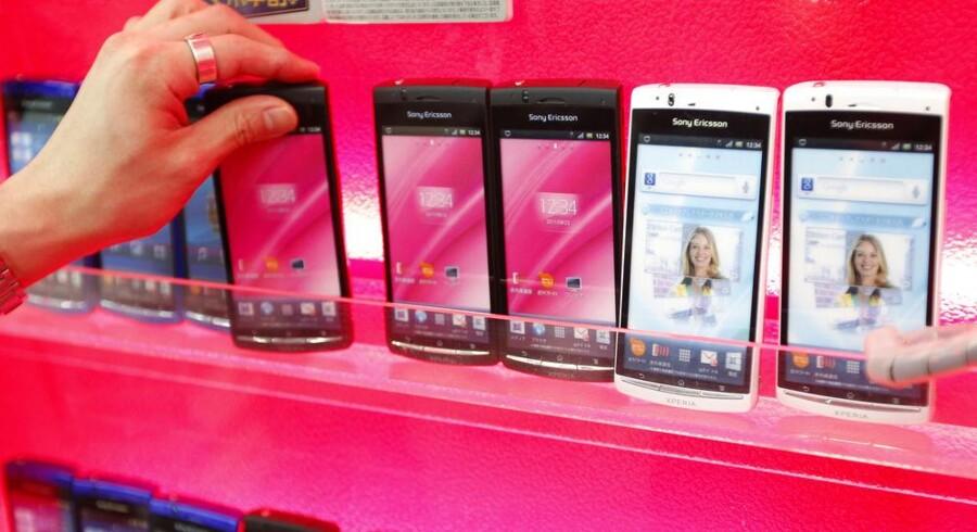 Sony Ericssons mobiltelefoner er meget populære i Asien, her i en butik i den japanske hovedstad, Tokyo. Foto: Kim Kyung-Hoon, Reuters/Scanpix