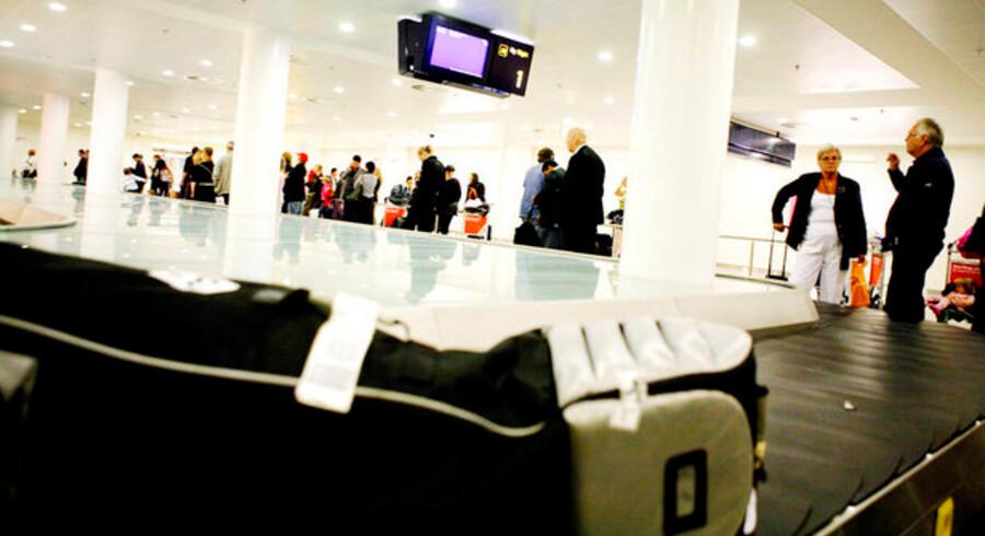 Det er endnu uvist, hvem der kommer til at drive bagagebåndene i en ny lavpristerminal i Københavns Lufthavn. Men nu er Københavns Lufthavne anmeldt til Konkurrencestyrelsen for at afvise et projekt fra det private selskab Terminal A.