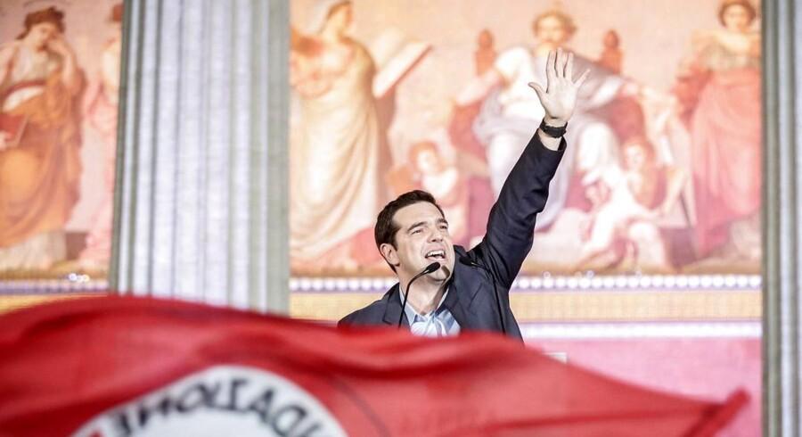 Syrizas frontmand, Alexis Tsipras, har lovet at forhandle en ny aftale på plads mellem Grækenland og trojkaen bestående af ECB, IMF og EU.