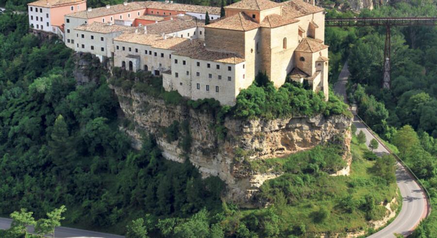 Parador er luksushoteller i Spanien, men på den unikke facon. Paradorer er luksuriøse hoteller indrettet i gamle slotte, herregårde, klostre, rådhuse eller noget helt femte fra fordums tid.