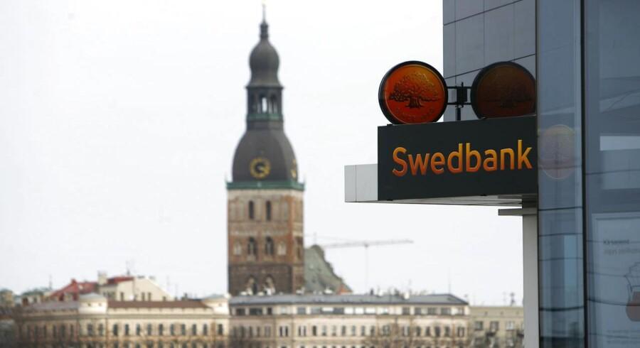 Den svenske centralbank, Riksbanken, sænker renten på sit næste rentemøde i juli. Sådan udlægger Swedbank teksten.