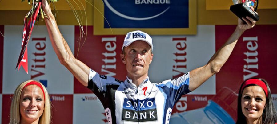 Danske Nicki Sørensen på sejrspodiet i den 12. etape af Tour de France.