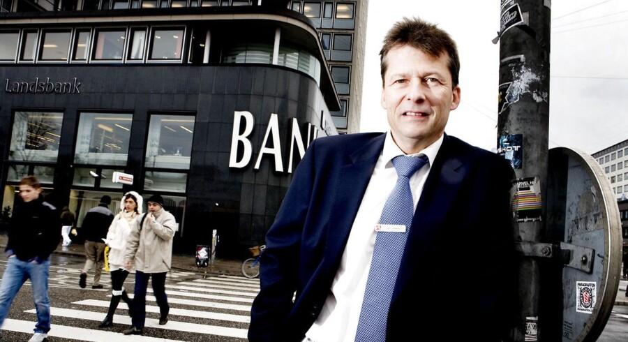 Ordførende direktør Gert Jonassen, Arbejdernes Landsbank, er ikke umiddelbart interesseret i at købe Østjydsk Bank.