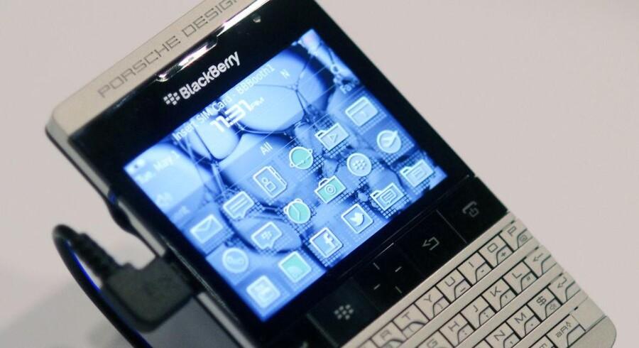 Blackberry i Porsche-design skal være med til at holde på kunderne. Foto: David Manning, Reuters/Scanpix