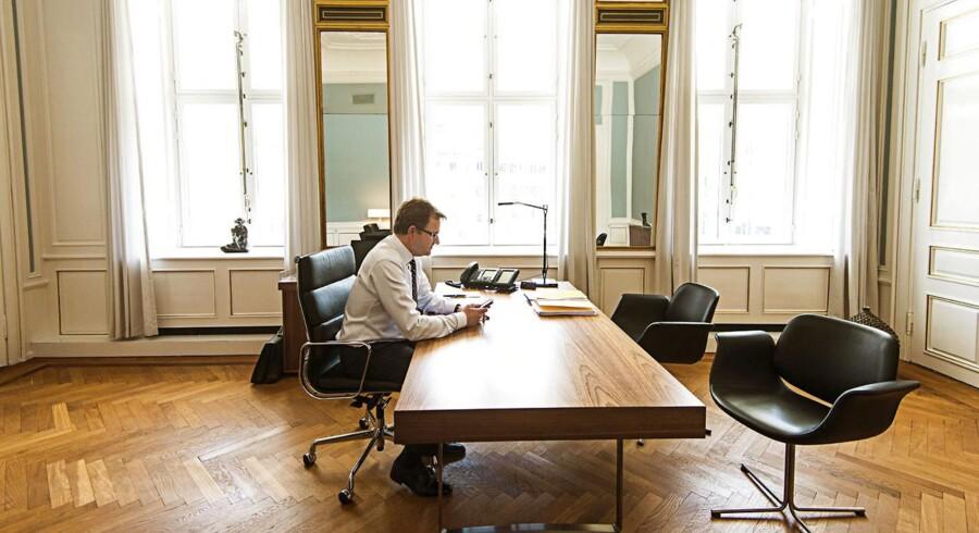 Analytikerne forventer, at direktør Eivind Kolding præsenterer et regnskab fra Danske Bank med faldende renteindtægter.