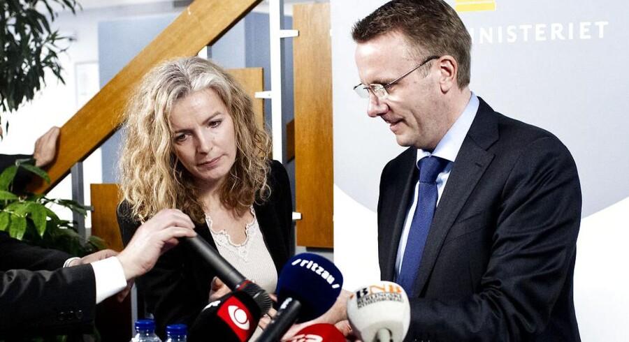 Justitsministeriets departementschef Anne Kristine Axelsson holdt afskedstale for Morten Bødskov, da han overdrog ministeriet til Karen Hækkerup. Nu er hun selv sendt hjem og afventer tjenstligt forhør.