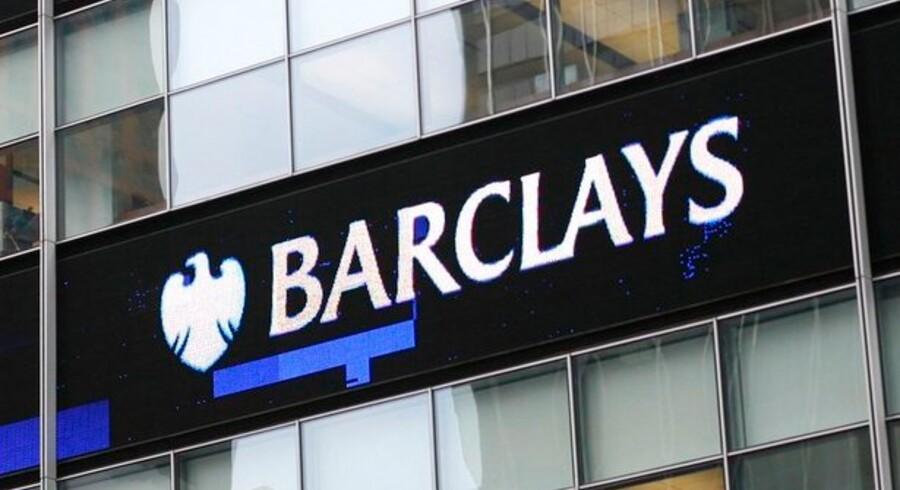 Barclays skovlede penge hjem i sin børsdivision, mens bankdriften fortsat er under hårdt pres.