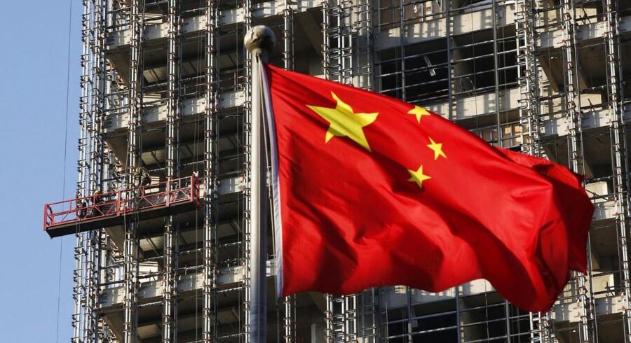 På billedet ses opførelsen af et nyt boligkompleks i Beijing.