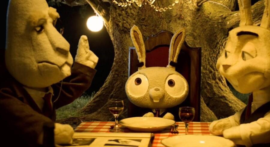 De unge filminstruktører frygter at komme til at stå i skyggen af de ældre mestre, en situation der her synes gengivet i en scene fra instruktøreleven Tobias Gundorff Boesens film »Out of a forest«, der kombinerer animation og realfilm.