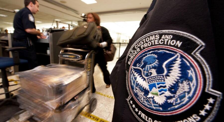 Alle indrejsende skal igennem et større tjek i de amerikanske lufthavne. Tjekket kan tage flere timer, men nu vil Kastrup have amerikansk indrejsekontrol i Danmark.