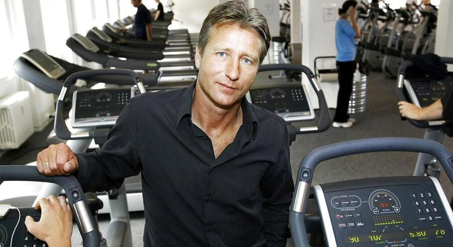I denne uge solgte Henrik Rossing de fleste af sine aktier i fitnesskæden Fitness World. Angiveligt til en samlet pris for hele virksomheden på et sted mellem to og toenhalv mia. kr.