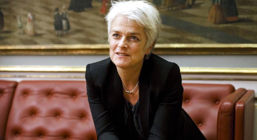 Erhvervs- og Vækstminister Annette Vilhelmsen (SF) vil nu indføre krav til de danske banker. Men samfundet risikerer at betale en voldsom overpris for at sikre storbanker som Danske Bank ved en fremtidig krise, skriver Danske Bank i et høringssvar.