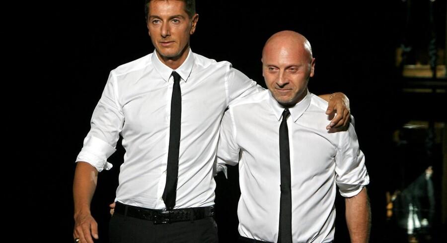 Milano-domstol har idømt Dolce & Gabbana-designerne betingede fængselsstraffe og milliardbøde for skattefusk.