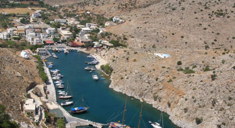 Kalymnos ligger i De Dodekanesiske Øer, 300 km sydøst for Athen, 100 km vest for Rhodos og tæt på Tyrkiets kyst.