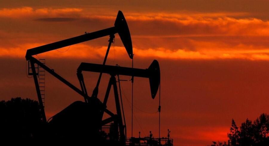 En tønde WTI-olie handles nu til under 100 dollar pr. tønde på New York Merchantile Exchange.