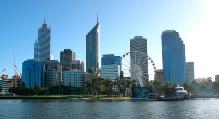 Selv om Perth har cirka en million indbyggere, har der hidtil ikke været meget storby over den. Men nu skyder højhusene op i centrum og restauranter, barer, cafeer og shoppingsteder vokser frem overalt.