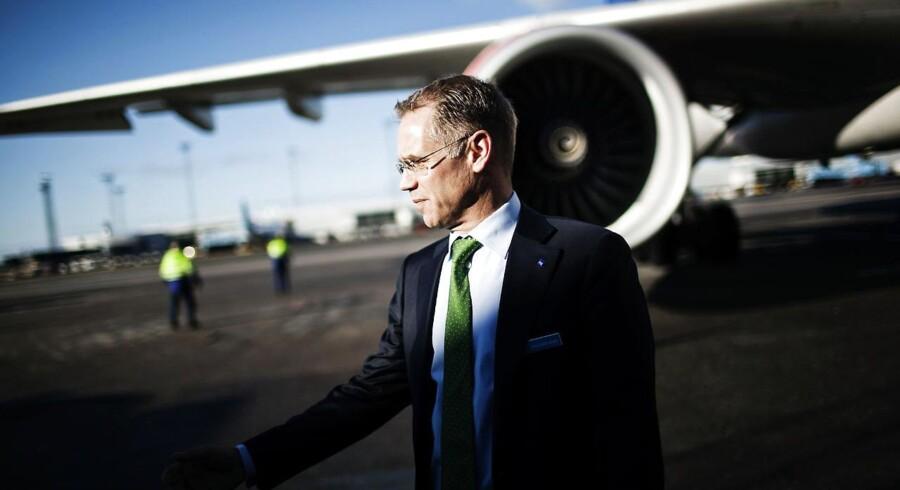 SAS-chefen Rickard Gustafson går frivilligt 20 procent ned i løn i forbindelse med flyselskabets længe ventede spareplan.