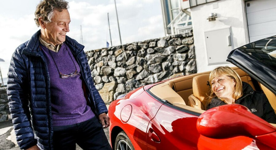 Lars Göran Itskowitz og hans kone Christina Rosenberg og deres Ferrari California ved hjemmet i Långedrag.