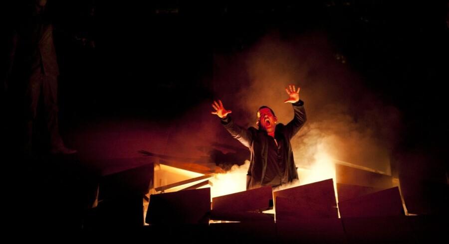 »Don Juan« i Opera Hedeland. Titelrollen i skikkelse af Johannes Weisser får sin straf.