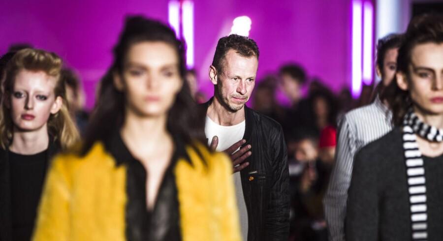 Mads Nørgaard sammen med modeller efter sit show på Charlottenborg onsdag d. 28 januar 2015 i forbindelse med Copenhagen Fashion Week.