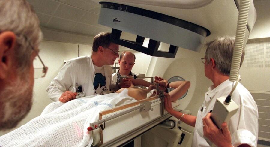 ARKIVFOTO. Stereotaktisk strålebehandling mod kræft på Århus Komunehospital.